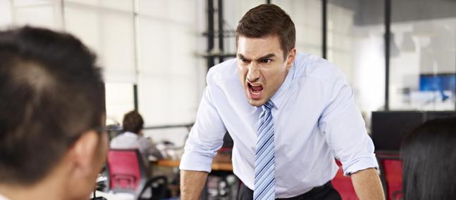 homme bureau colère